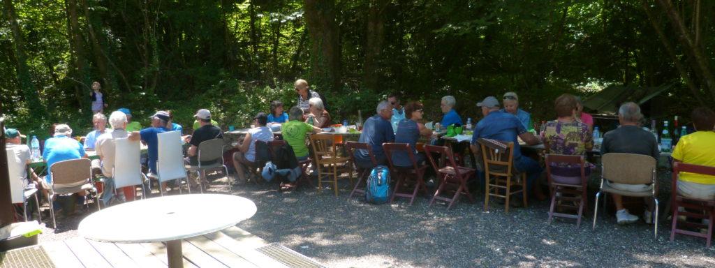 Le repas avec les anciens de CHAM