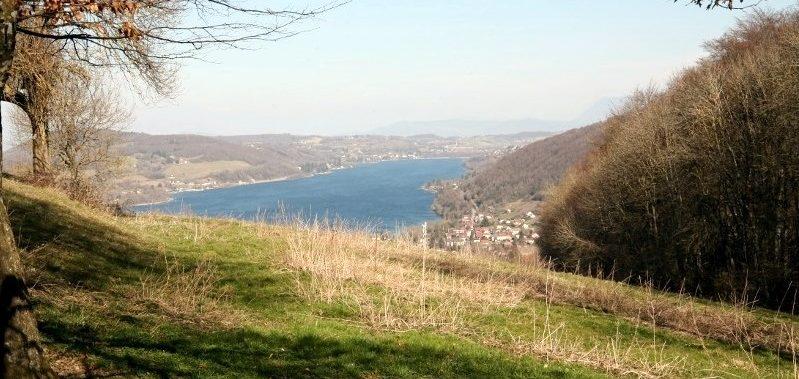 Charavines vue sur le lac
